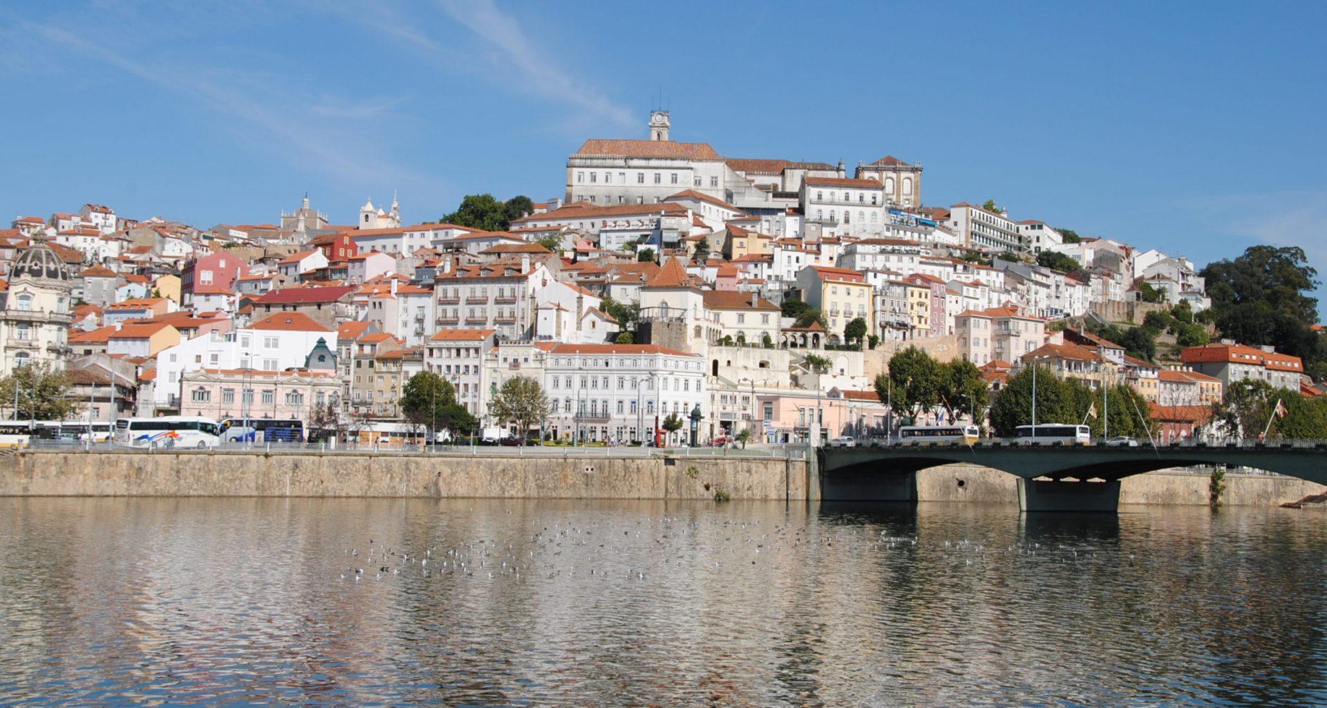 Coimbra_e_o_rio_Mondego_(6167200429)_(cropped)