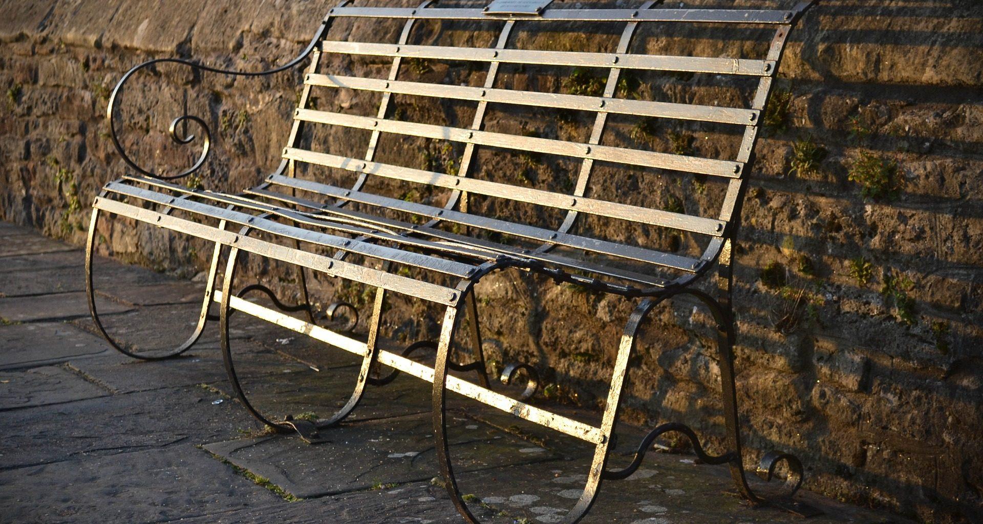 bench-1355617_1920